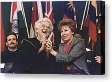 Barbara Bush and Raisa Gorbachev at the 1990 Wellesley College commencement.